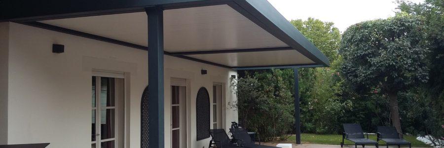 Les pergolas bioclimatiques Profils Systèmes: de quoi profiter de votre terrasse sans craindre le soleil!